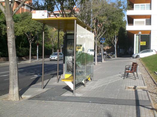 Bus-Stops-Designed-For-Blind-Passengers-2